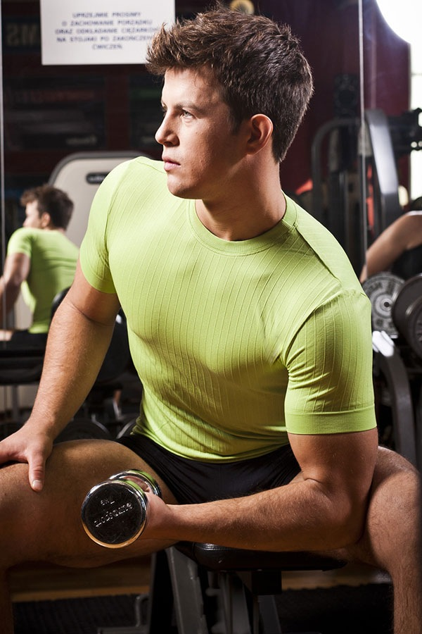 Бесшовная мужская футболка - круглый вырез горловины Hanna Style